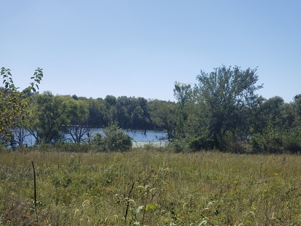 Maple Leaf Lake Conservation is perfect for waterfowl and hunting.  Located just off I-70