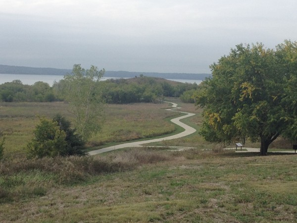 The trail leading to Sanders Mound at Clinton Lake