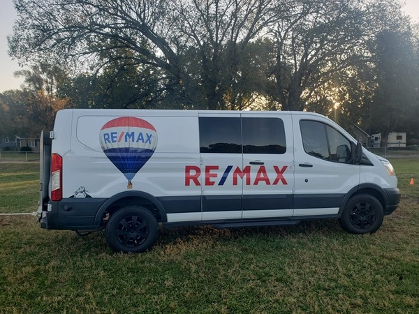 RE/MAX Balloon Van