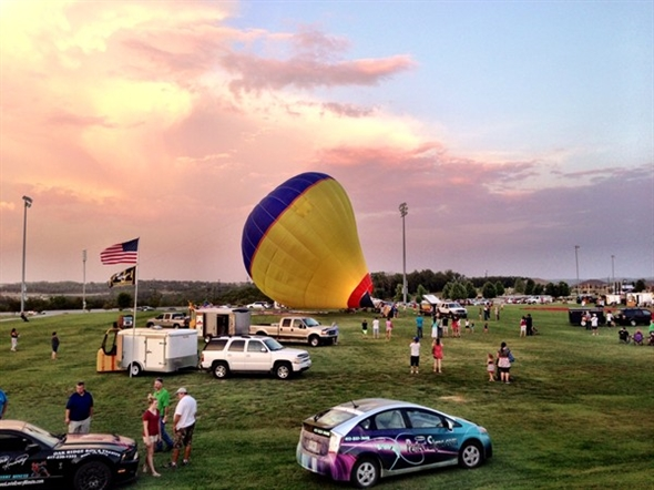 4th Annual Branson Balloon Festival features 20 hot air balloons, skydiving and lots of fun