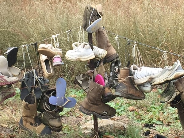 "The ""Shoe Fence"" in Gravois Mills"