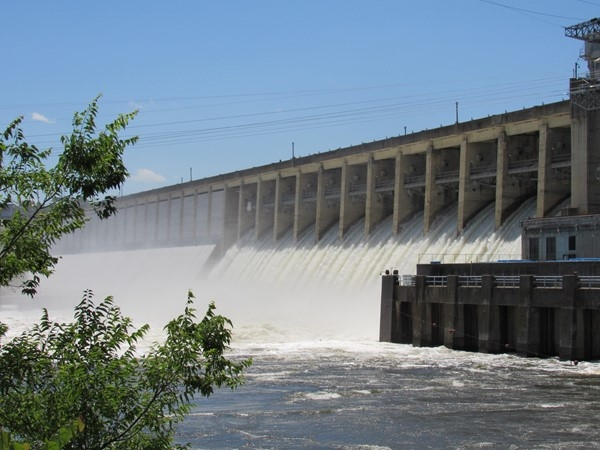 Bagnell Dam floodgates open