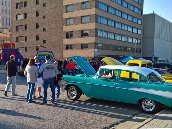 Cruise Night in downtown Topeka