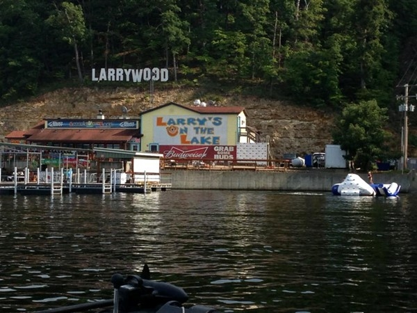 Larry's on the Lake: A great place to eat while out on the lake!